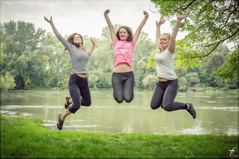 ženy ve výskoku