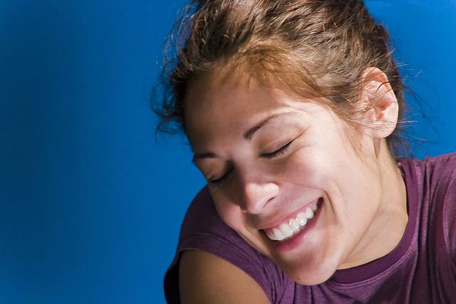 usměvavá žena
