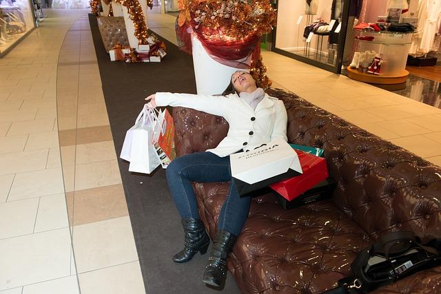 vyčerpaná žena z nákupů