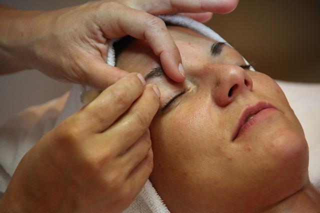 úprava obočí, masáž obličeje