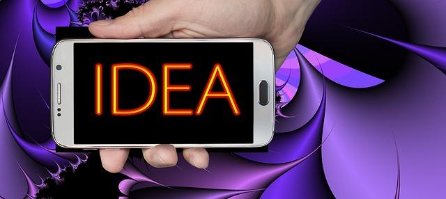 mobilní telefon a v něm nápis IDEA